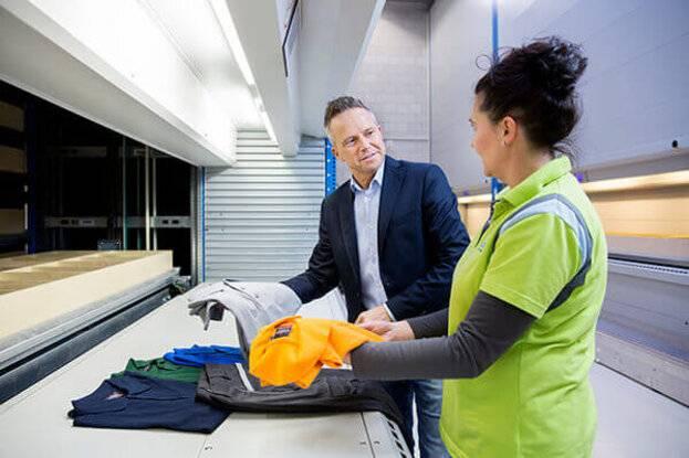 De juiste bedrijfskleding kiezen voor de klant