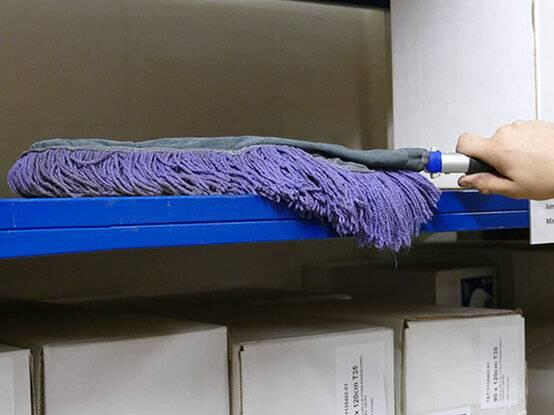 Handwisser ideaal voor het reinigen van o.a. dozen en stellingen.